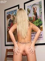 Jana Foxy Plays with a Big Pepper