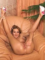 Angela Extreme Pussy Stretching