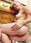 This russian babe has a horny body