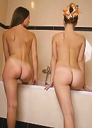 Kate and Valentina are taking a bath. Lets help them!